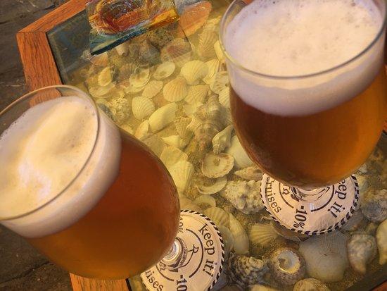 Ciudad de Skiathos, Grecia: Tavolino e birre!