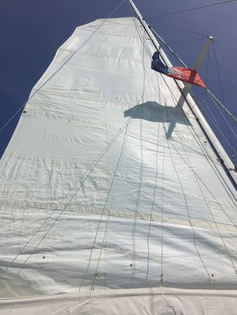 Hamilton, Bermudy: Returning to the dockyard under sail rather than motoring back. It was wonderful!!!!