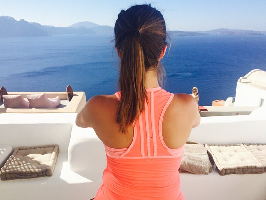 Santorini Yoga With Veronika: AirBNB private terrace maternity yoga in paradise!