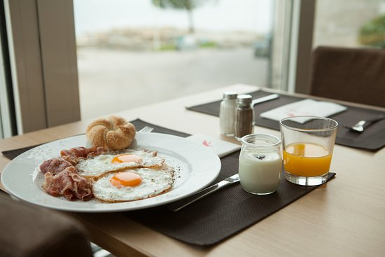 Barbara Piran Beach Hotel & Spa: Breakfast