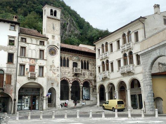 Hotel Terme: Platz in Vittorio Venetos Altstadt