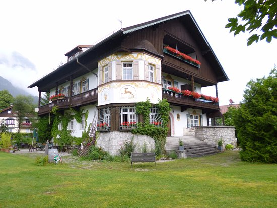 Landhaus Hohe Tannen: Back of hotel