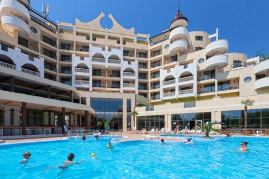 Imperial Resort : Facade, pool