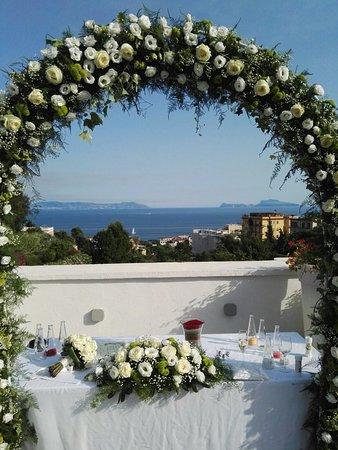 Matrimonio d'incanto senza trascurare la pancia!!