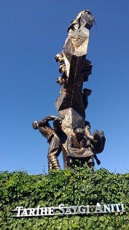 Eceabat, Turkey: Patung Monumen Kemenangan Perjuangan Rakyat Turki