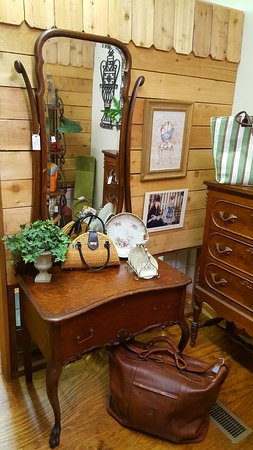 Rogers, AR: The Rusted Rooster Antiques & Vintage