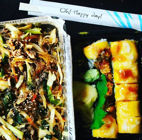 Hanover, Nueva Hampshire: Japchae with beef & Tropical roll