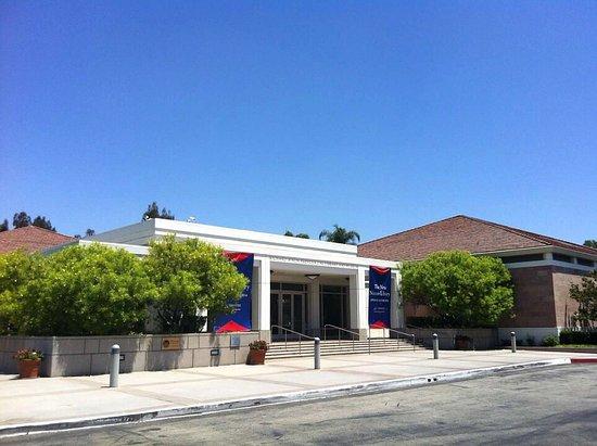 Yorba Linda, Califórnia: Entrance