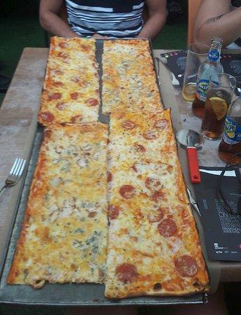 1 Metre De Pizza Pour 2 Moitie 4 Fromages Moitie Pepperoni
