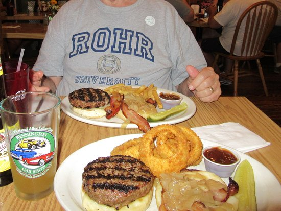 Kevin's Sports Pub & Restaurant : Enjoying our Kevin's burgers