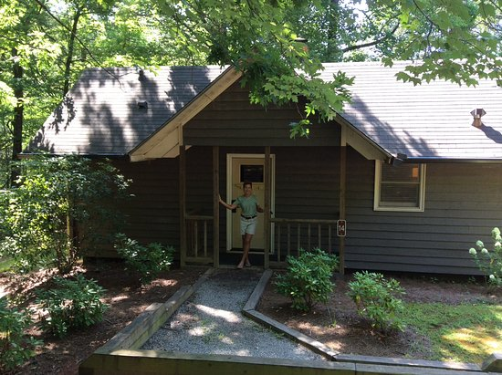 Dawsonville, GA: Cabin 14 - front