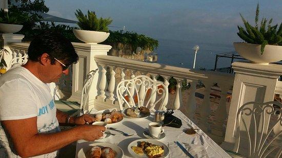 Europa Palace Grand Hotel: Terrazza colazione, spiaggia hotel, panorama visto da un angolo della piscina