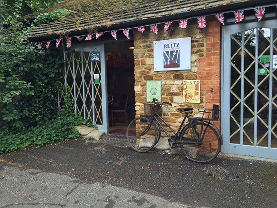 Kettering, UK: The Blitz Tea Room and Jazz Lounge