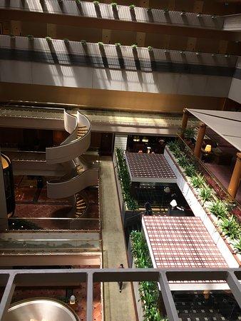 Regent Singapore, A Four Seasons Hotel: Views of atrium from fourth floor