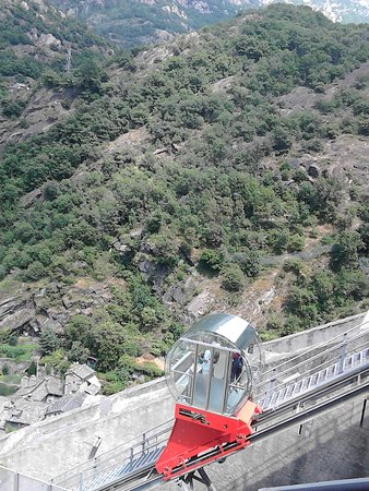 Bard, Ιταλία: Uno dei quattro ascensori panoramici
