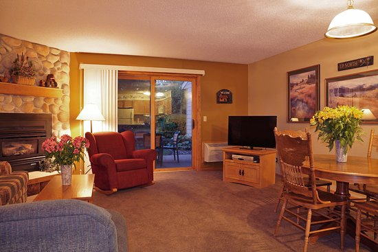 Cohasset, MN: Golf Course Villa - Living Space
