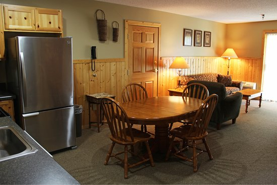 Cohasset, MN: Lodge Suite Living Room