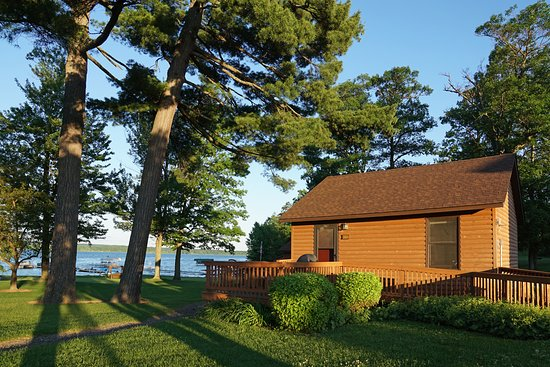 Sugar Lake Lodge: Cabins overlooking Sugar Lake
