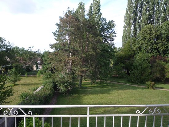 Hôtel du Pont Neuf : Vue de la chambre pavillon parc depuis la terrasse