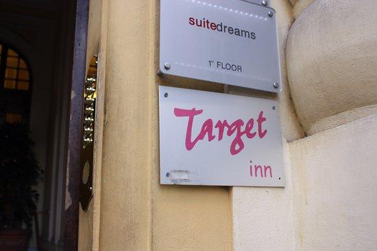 Target Inn: Hotel doorplate.