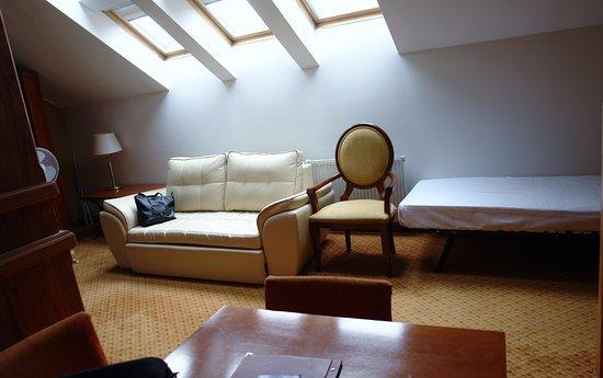 Hotel Raffaello: open plan sitting and diner