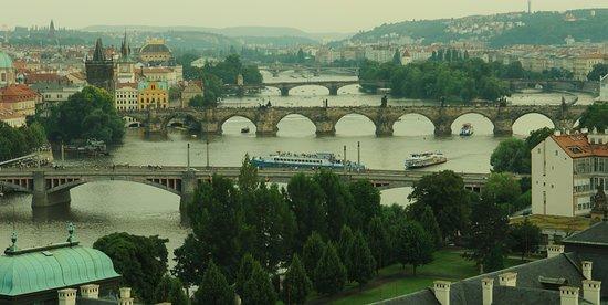 Hotel Raffaello: The bridges over the river