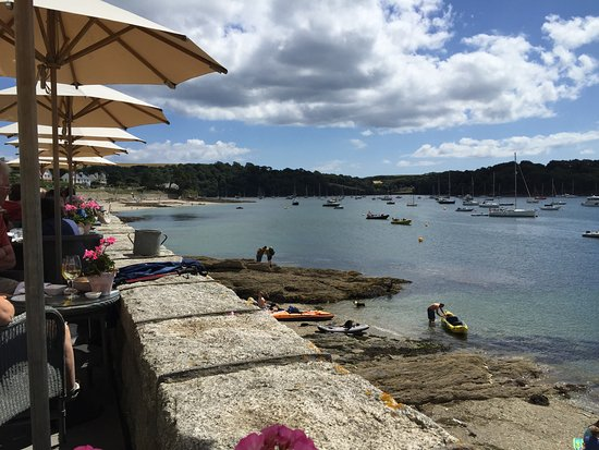 St Mawes, UK: Lunch on the terrace