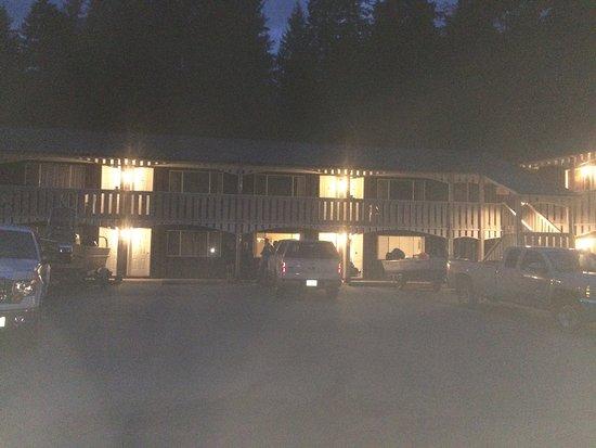 Pioneer Inn: photo1.jpg