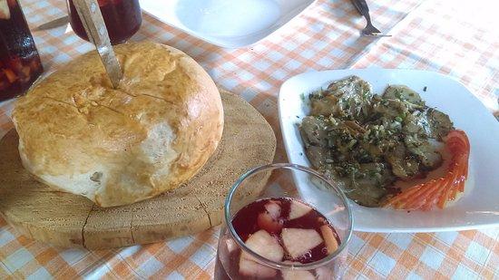 Restaurante GIGIu0027s: Setas Al Ajillo, Acompañadas De Un Delicioso Pan Recién  Horneado!