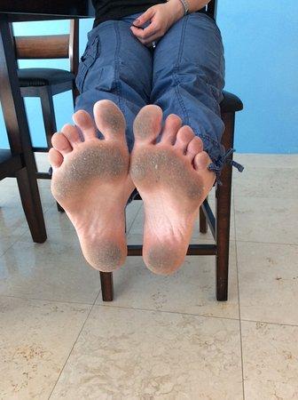 كابري باي ذا سي باي أول سيزونز ريزورت لودجينج: What my feet looked like AFTER I swept the entire floor in the unit. GROSS!