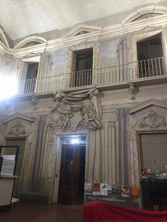 Villa Camerata Youth Hostel: Холл/Рецепшн