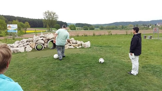 Pleinfeld, Tyskland: jugando