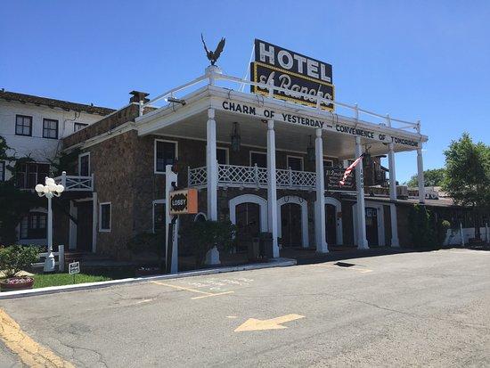 El Rancho Hotel & Motel: The main entrance to the hotel.