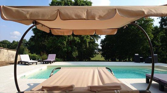 Chemilly-sur-Yonne, France : Piscine
