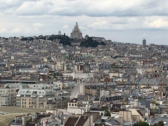 le sacré coeur et les toits de Paris vues du haut de la Tour St Jacques