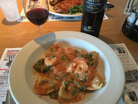 Monaca, Πενσυλβάνια: Ravioli with smoked gouda and my own wine.