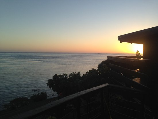 Fare D'Hote Tehuarupe Hotel: sunset from pool area