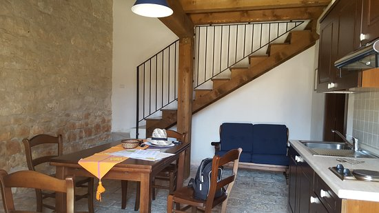 ingresso soggiorno con scala per accedere alla camera sul soppalco ...