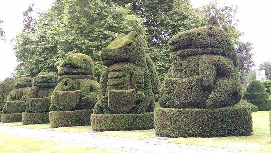 Bexley, UK: Topiary