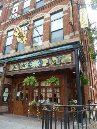 Oneonta, Nova York: Yellow Deli Storefront