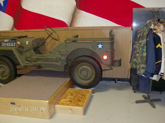 Florence, Oregón: Army Display