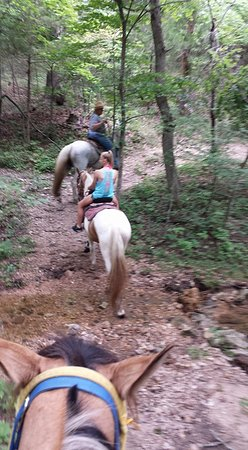 Macks Creek, มิสซูรี่: Riding through the hills