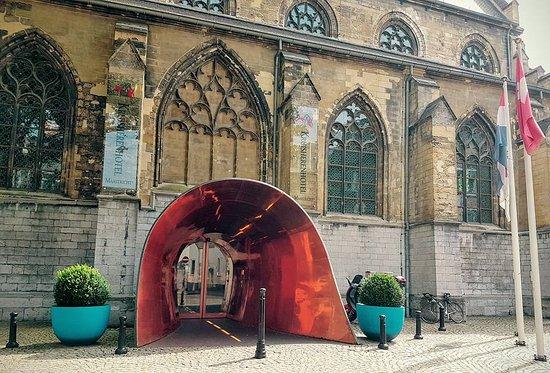 "Kruisherenhotel Maastricht: ""Copper"" entry to hotel"