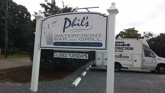 Aquebogue, NY: Phil's signature sign