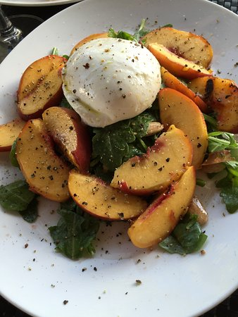 Jericho, État de New York : Grilled peach salad