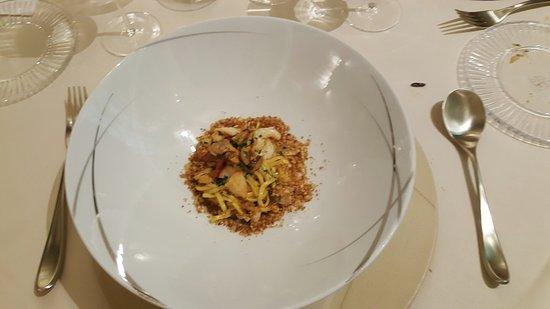 Enoteca Pinchiorri: Spaghetti alla chitarra con frutti di mare, briciole di pane e bottarga