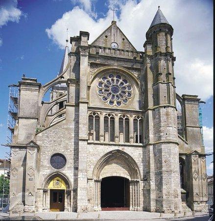 Brie-Comte-Robert, فرنسا: la facade