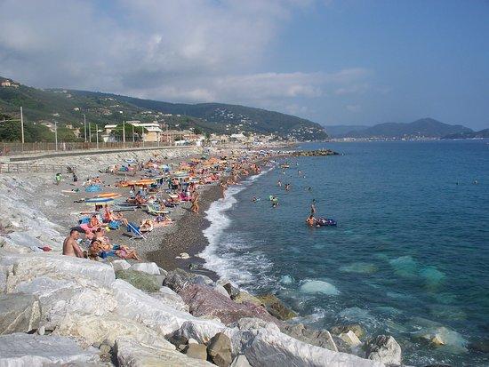 Spiaggia libera foto di lungomare di lavagna lavagna for Lungomare genova