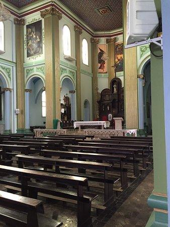 Imaculada Conceicao church: Muito bonita a igreja. Um dos principais pontos de Teófilo Otoni, localizado bem no centro da ci