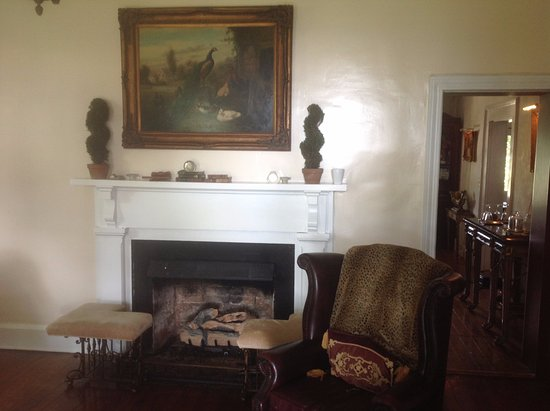 Fairview Bed and Breakfast Estate: Another picture of the living room.
